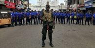 Военные у храма Святого Антония после взрыва в Коломбо, Шри- Ланка, 21 апреля 2019 года