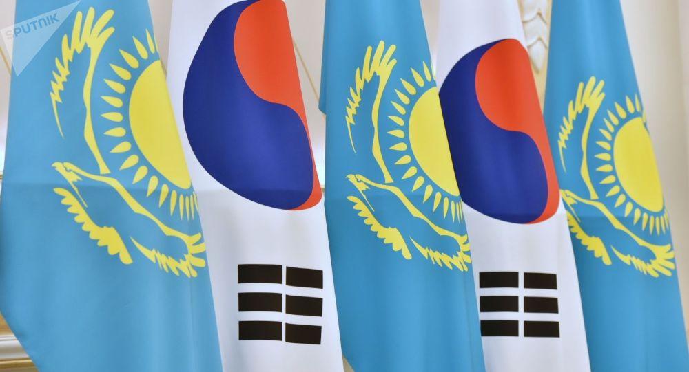 Флаги Казахстана и Кореи