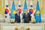 Президент Казахстана Касым-Жомарт Токаев и президент Кореи Мун Чжэ Ин