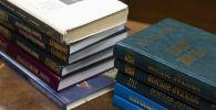 Книги казахских писателей, которые будут использованы при тестировании на знание государственного языка