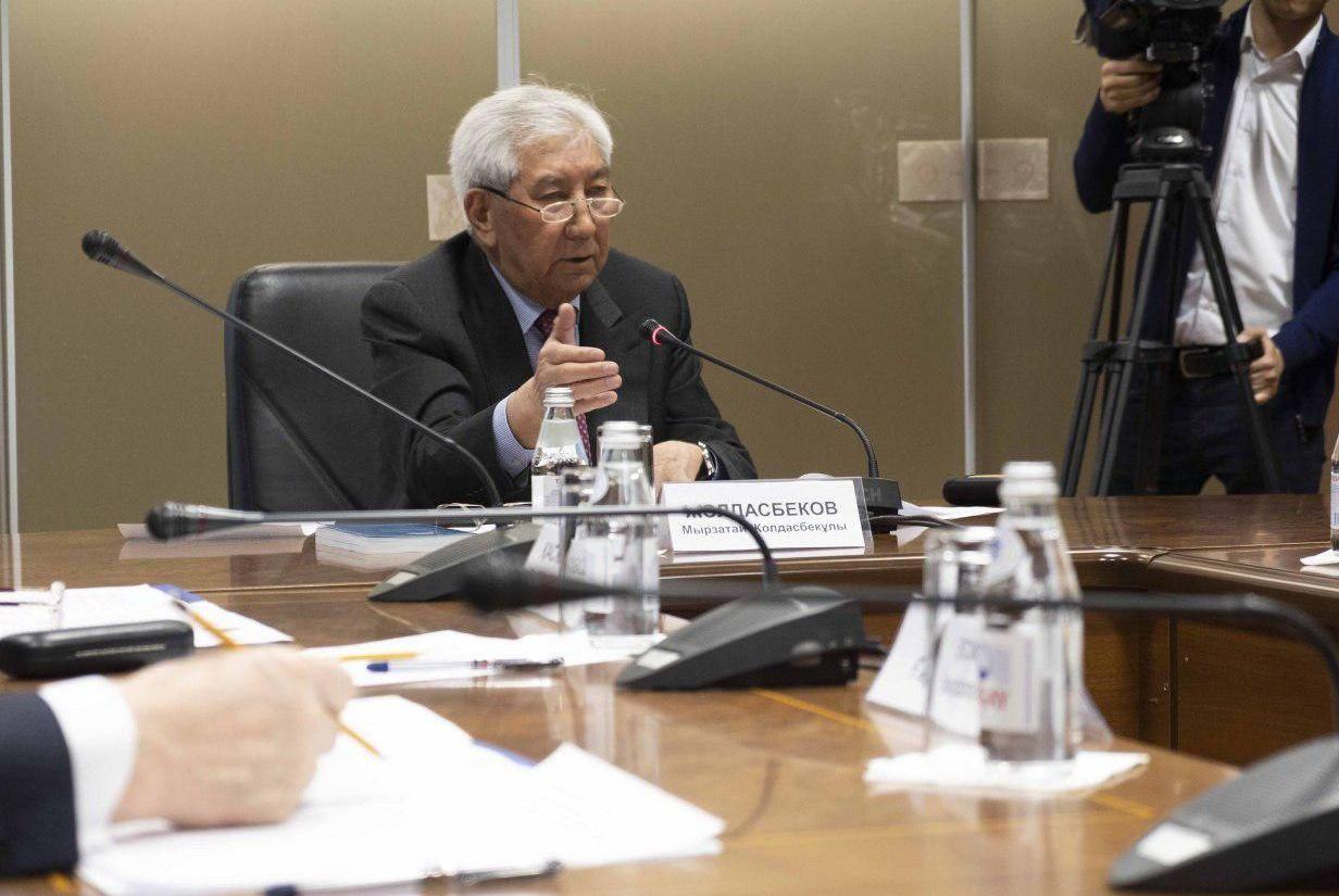 Председатель лингвистической комиссии Мырзатай Жолдасбеков