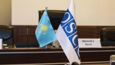 Флаги республики Казахстан и ОБСЕ в ЦИК РК