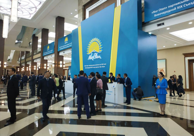 Делегаты съезда Nur Otan проходят регистрацию