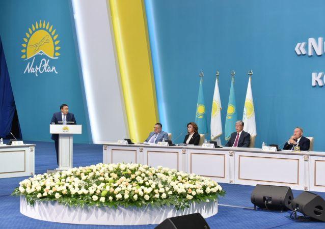 Глава правления НПП Атамекен Аблай Мырзахметов выступает на съезде партии Nur Otan