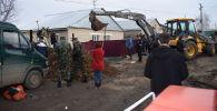 Акмолинские спасатели вызволили из-под земляной насыпи человека