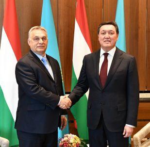 Встреча казахстанского премьера Аскара Мамина (справа) и премьера Венгрии Виктора Орбана