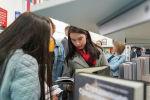 Посетители книжной выставки Eurasian Book Fair