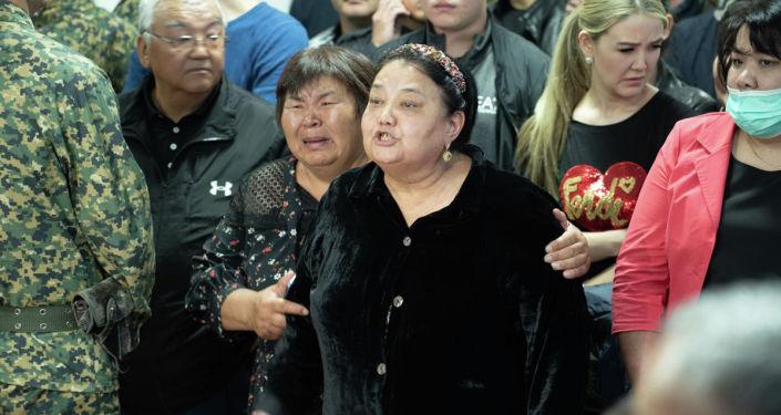 В специализированном межрайонном суде Алматы вынесли приговор бывшему депутату парламента Кыргызстана Дамирбеку Асылбек уулу и еще 11 подсудимым, признанным виновными в контрабанде