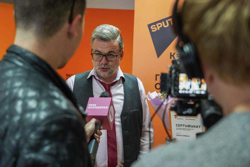 Руководитель представительства МИА Россия сегодня в Казахстане Виктор Панов отвечает на вопросы журналистов