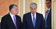 Президент Казахстана во время пресс-конференции с премьером Венгрии Виктором Орбаном
