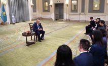 Нурсултан Назарбаев дает интервью китайским журналистам