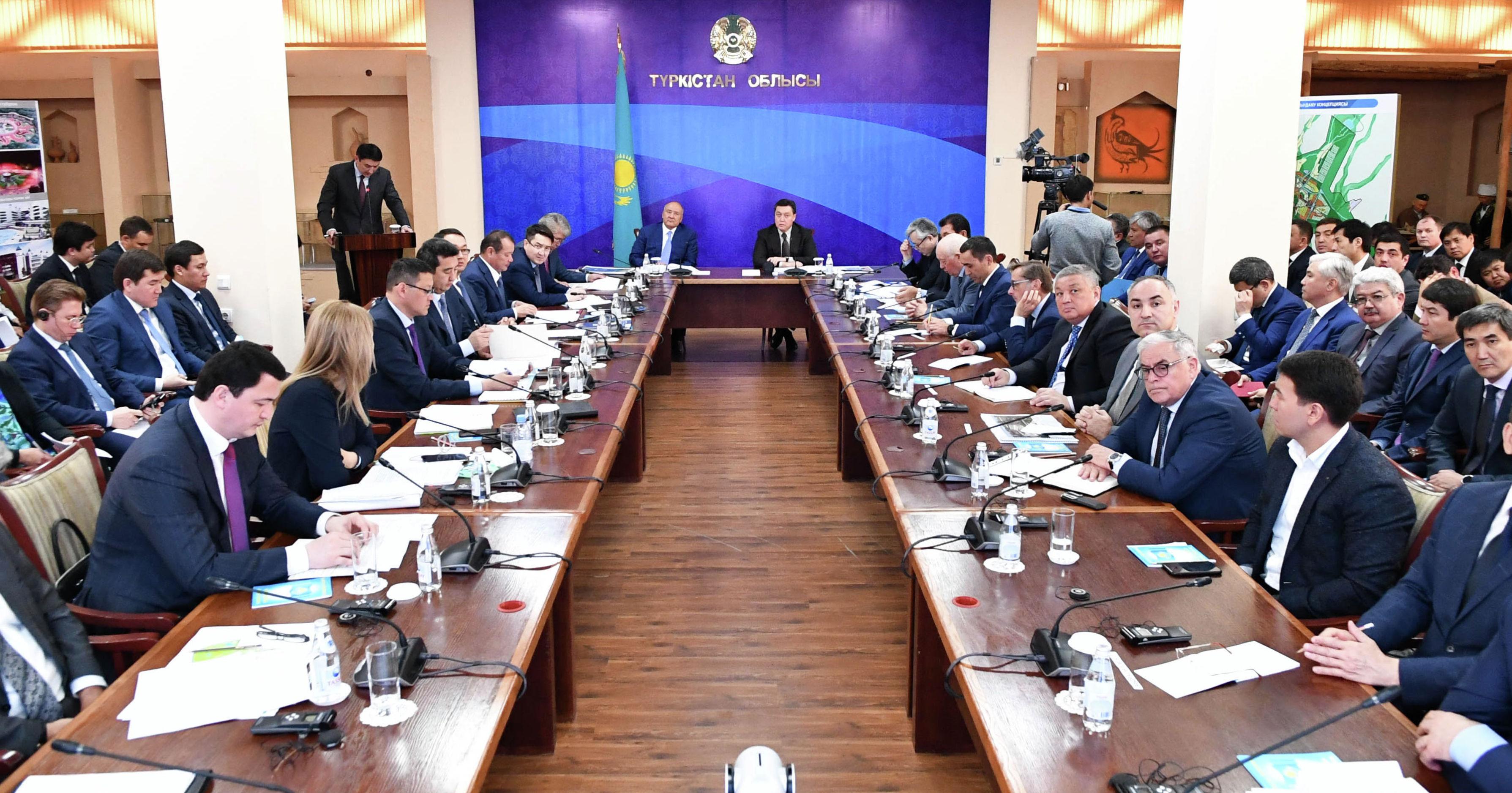 Премьер-министр Аскар Мамин провел рабочее совещание по реализации Комплексного плана застройки и развития Туркестана