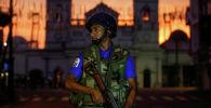 Сотрудник службы безопасности возле одного их храмов на Шри-Ланке