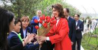 Алие Назарбаевой подарили тюльпаны, названные в честь Нурсултана Назарбаева