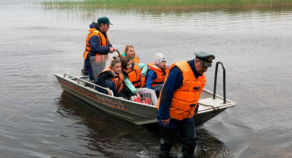 Дети, спасенные в ходе поисково-спасательной операции в Карелии