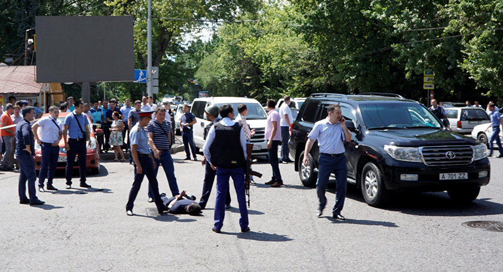 Задержание подозреваемого в нападении на полицейских в Алматы