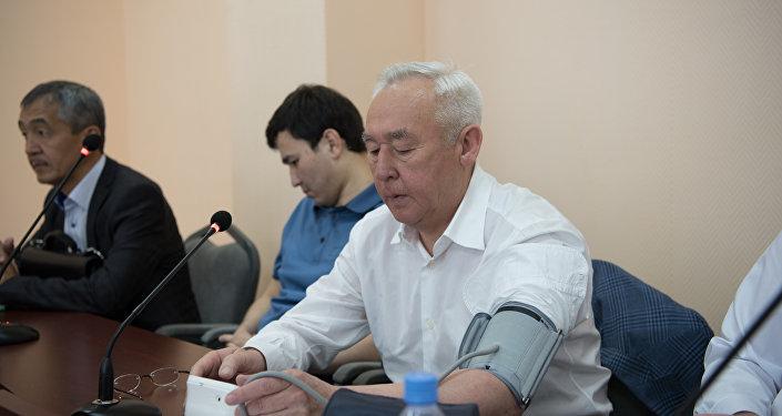 Сейтказы Матаев на судебном процессе