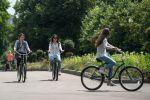 Девушки на велосипедах, архивное фото