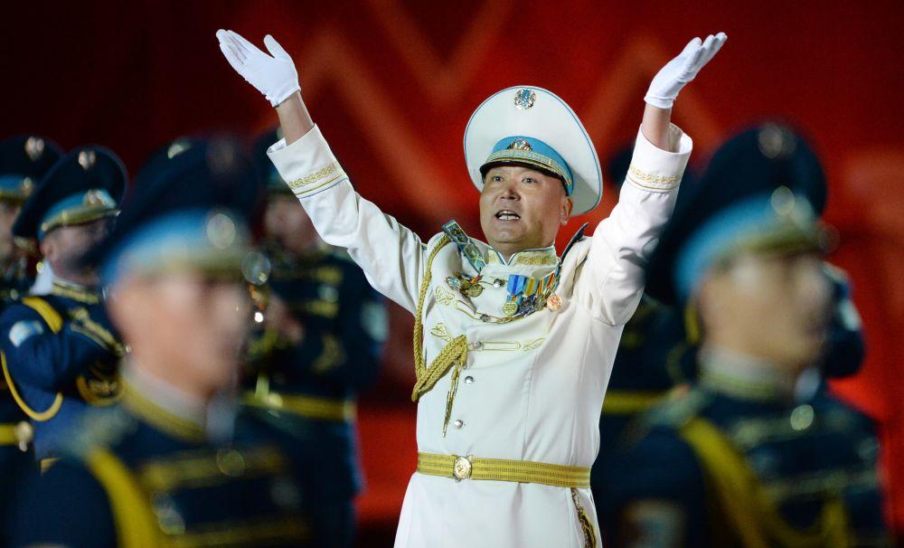 Рота почетного караула и оркестр Президентского полка Айбын из Казахстана на открытии международного военно-музыкального фестиваля Спасская башня