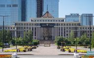 Здание министерства обороны Казахстана в день национального траура