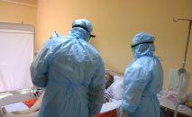 Работа российских врачей в больнице, архивное фото