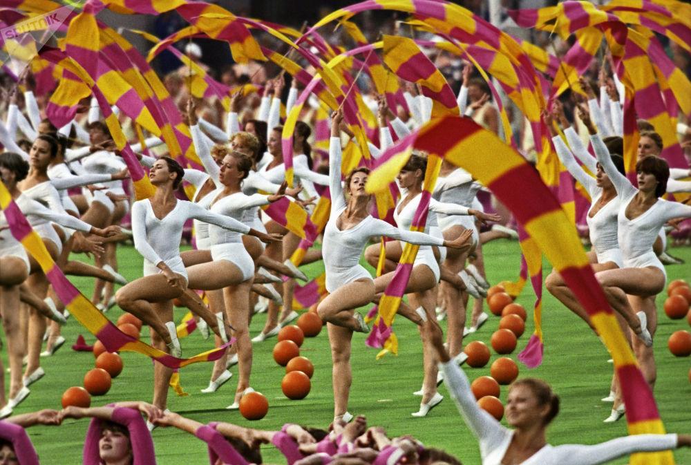 Лужники стадионында XXII олимпиада ойындарының ашылу салтанатында спортшылар өнерінің арқасында жарқын әрі есте қаларлықтай жағдайда өтті.