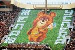 Торжественное открытие XXII Олимпийских игр в Москве 19 июля 1980 года. На трибуне - символ Олимпиады-80 - Медвежонок.