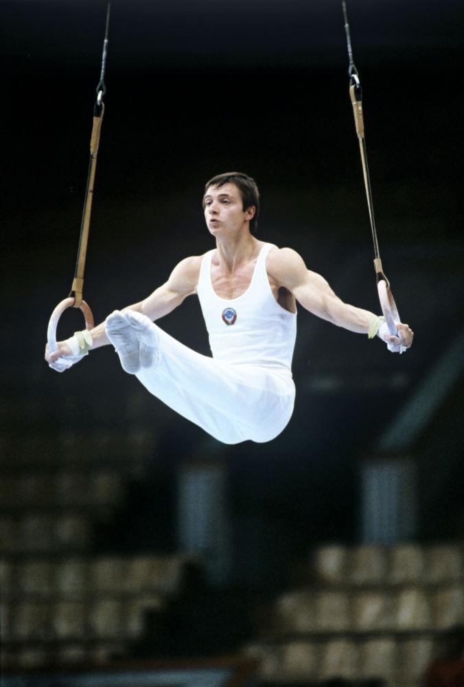 Абсолютный чемпион СССР 1979 года по спортивной гимнастике, олимпийский чемпион 1980 года в командном первенстве Эдуард Азарян.