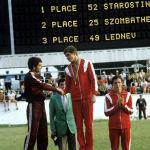 Анатолий Старостин (на пьедестале почета в центре) стал победителем в современном пятиборье на XXII летних Олимпийских играх. Слева - серебряный призер Тамаш Жомбатели из Венгрии, справа - бронзовый медалист Павел Леднев (СССР).