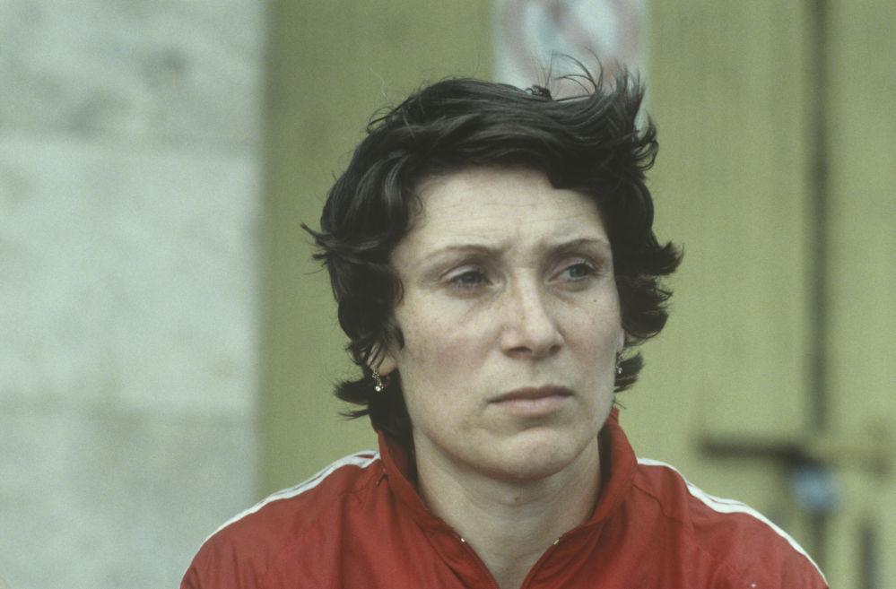 Чемпионка СССР по академической гребле (двойка парная) Лариса Попова. Крылатское.