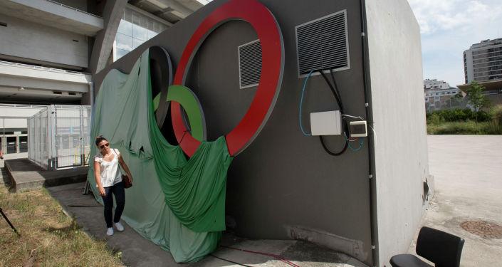 Разбитый вандалами олимпийский стадион в Рио-де-Жанейро