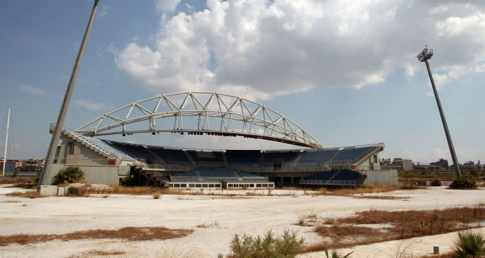 Стадион для пляжного волейбола не использовался со времен Олимпиады-2004 и остается заброшенным, как и многие олимпийские объекты в Афинах