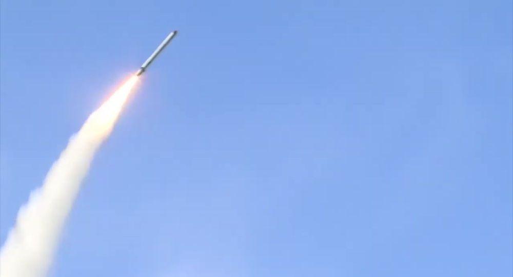 Пуск крылатой ракеты оперативно-тактического ракетного комплекса Искандер