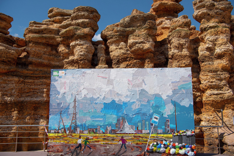 [Наши соседи] Мусорное искусство: необычная инсталляция украсила парк в Нур-Султане – фотофакт