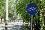Алматинцы на самокатах и велосипедах