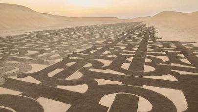 Burberry украсили своей монограммой пустыню в Дубае в рамках новой рекламной кампании