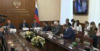 Страх конкуренции: Минздрав России о критике вакцины от COVID-19