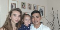 Дәурен Рымқұлов әйелі Анастасия және қызы Амилимен бірге