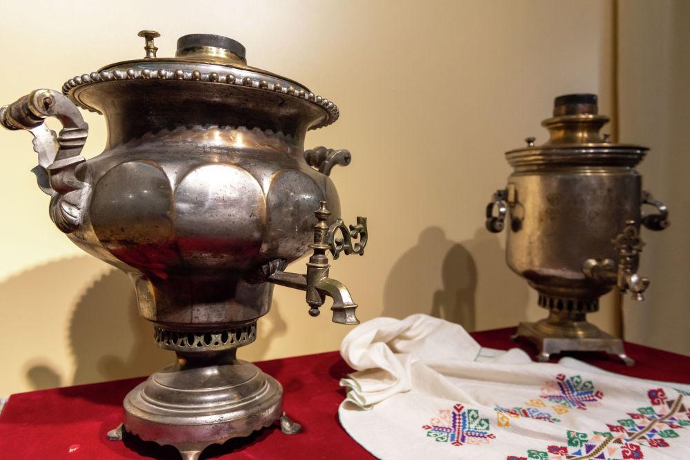 Самовары 18-19 веков практически любой формы — от вазы и шара до рюмки и цилиндра