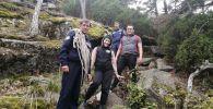 Спасатели помогли спуститься туристам с горы в Бурабае