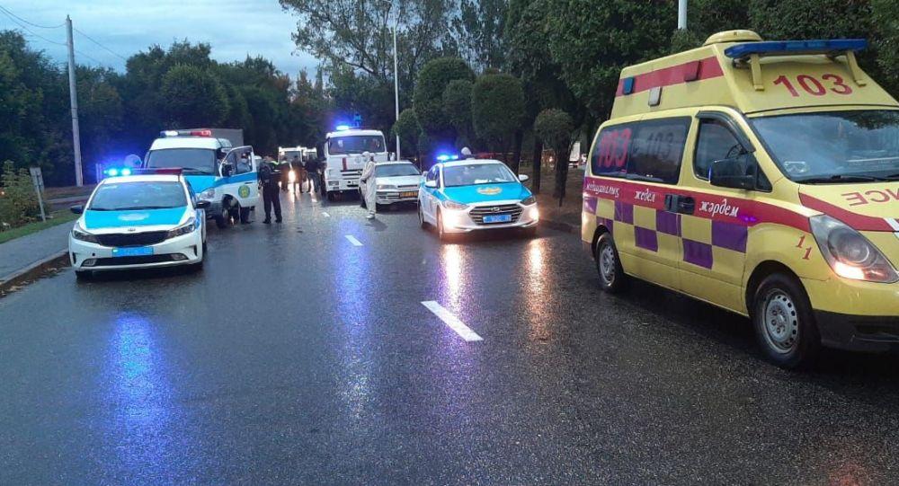Две автомашины сбили насмерть женщину в Алматы