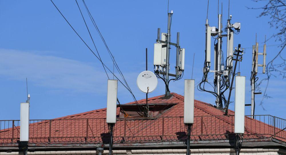 Вышки сотовой связи на крыше дома