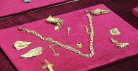Эти золотые и позолоченные изделия выковали скифские мастера