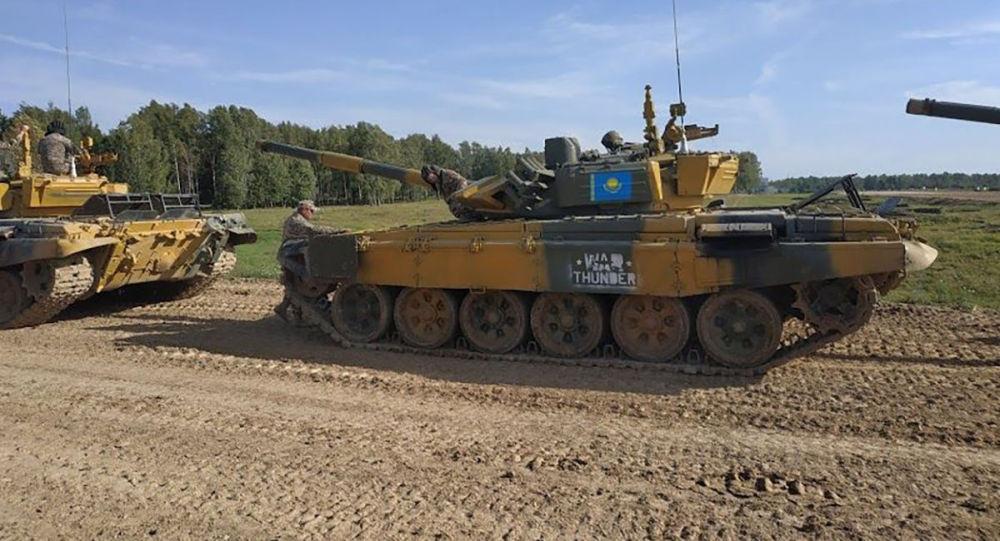 Казахстанские танкисты показали высокую точность в танковом биатлоне