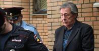 Актёра Михаила Ефремова выводят из здания Пресненского суда города Москвы после оглашения приговора по делу о ДТП со смертельным исходом
