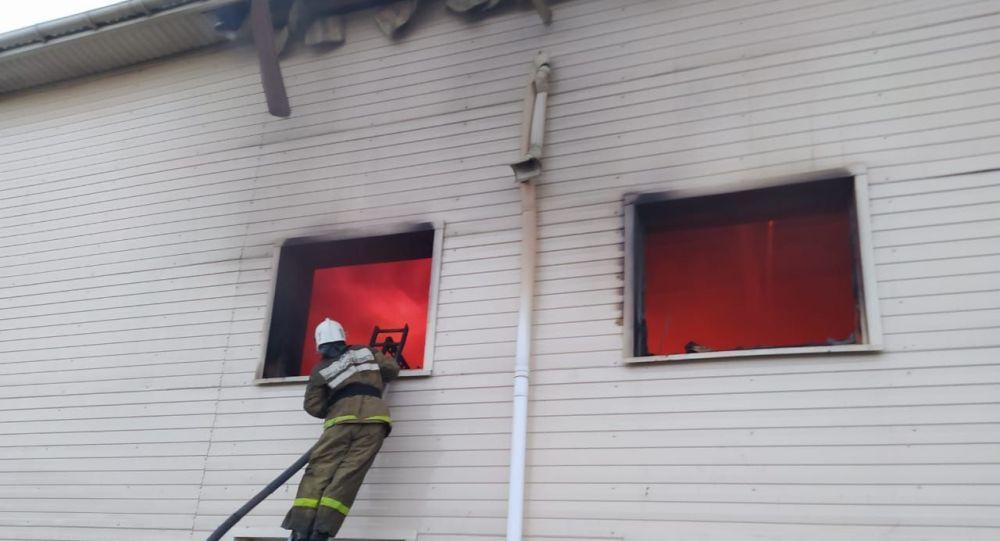 Крупный пожар произошел в селе Акмол Акмолинской области