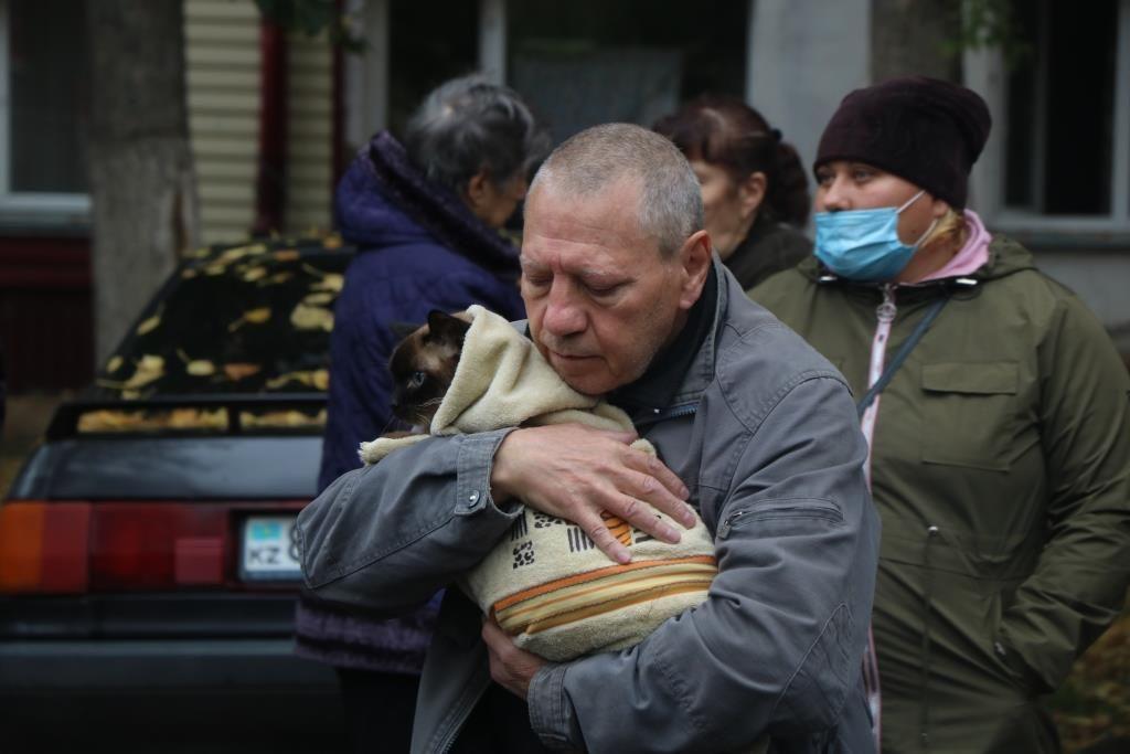 Из горящего дома эвакуировали людей и животных