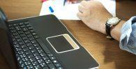 Ручка, бумага. Иллюстративное фото