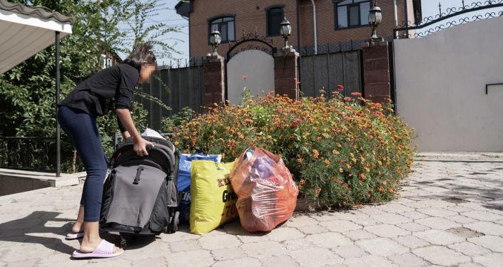 Дочь одной из жертв насилия готовится к переезду в новое жилье
