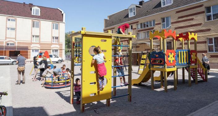 Детская площадка в Береке-сити. Здесь проживает 58 детей